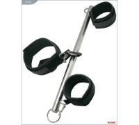 Металлическая распорка с неопреновыми наручниками и ошейником