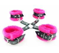 Набор фиксаторов краб с розовым мехом BDSM Light 760004ars