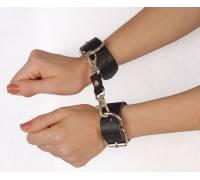 """Чёрные наручники """"Новичок"""" на карабинах"""